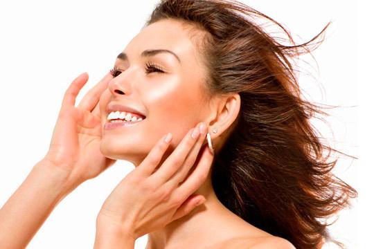 Acércate a la peluquería y estética Enigma para una sesión de limpieza facial que te hará presumir de cutis ¡Puedes completarla con una ampolla de colágeno o caviar y una sesión de mesoterapia virtual!