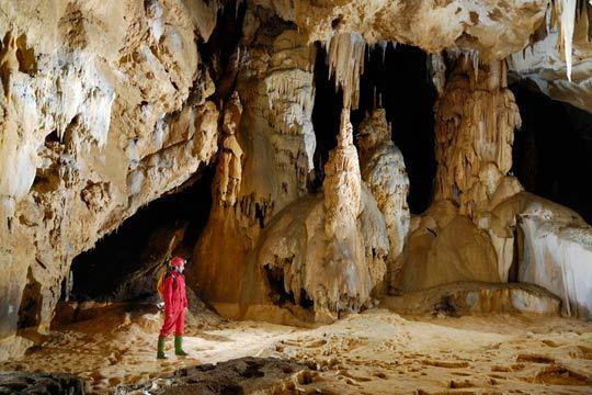 No te pierdas la visita guiada de 60 minutos a las cuevas de Oñati ¡Conocerás sus estalactitas e historia explicadas por un profesional!