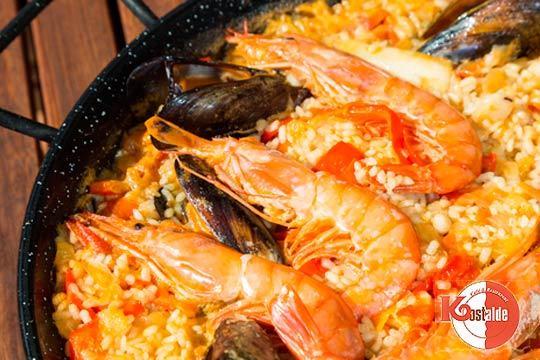 Un menú estupendo en que se entremezclan sabores de la cocina vasca y catalana en un entorno incomparable frente al mar en la playa de Zurriola
