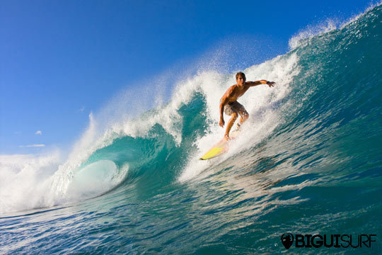 Lánzate al mar con una tabla de la mano de los profesionales de Bigui Surf ¡1 o 2 clases y opción a reportaje fotográfico!