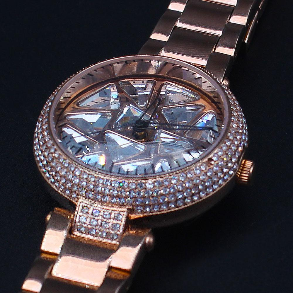 Davinchi Crystals Studded Dagobert Gold Spinner Watch