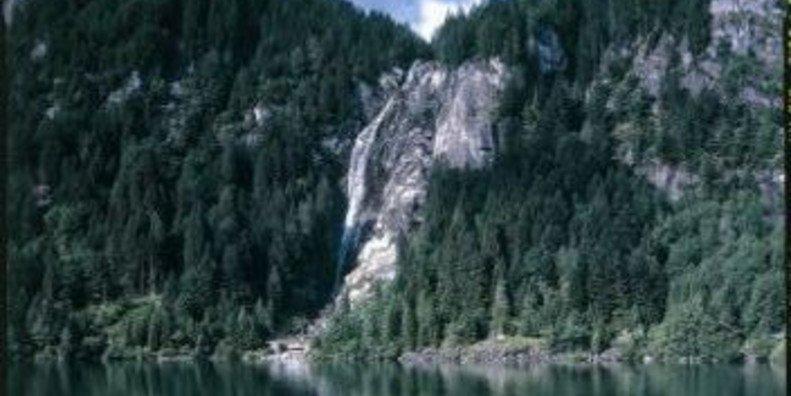 Morti due tredicenni in Trentino dopo essere precipitati in un dirupo