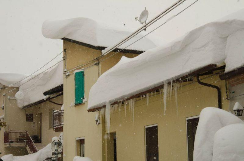 La neve gli ha distrutto il tetto, ora rischia di finire per strada. Il dramma di un dottore molisano L'APPELLO