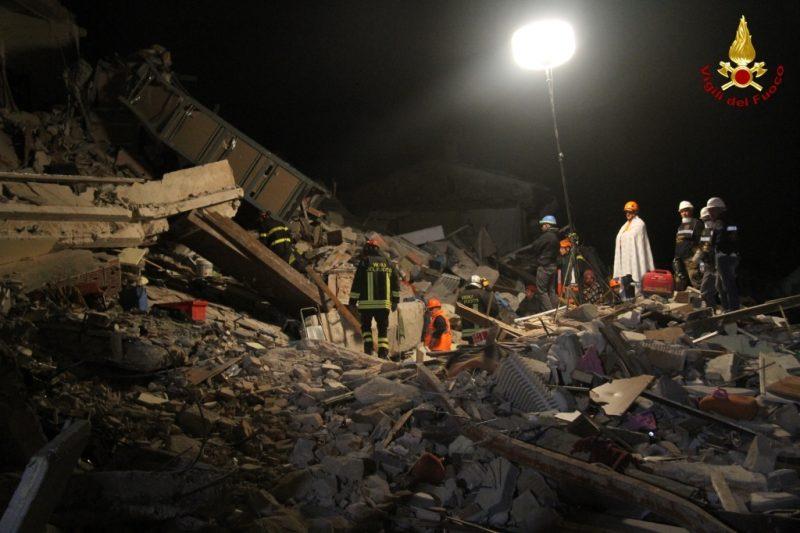 Terremoto, vigile del fuoco molisano ferito da una trave