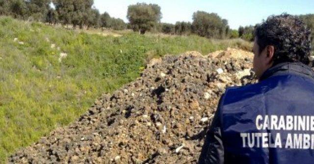 Sversavano rifiuti speciali nei terreni, due denunce