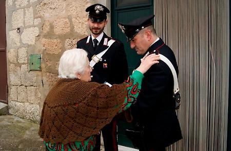 Diminuiscono le truffe agli anziani grazie ai consigli dei Carabinieri