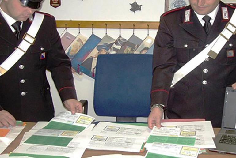 Falsi documenti per risparmiare sulle assicurazioni, scoperti dai Carabinieri