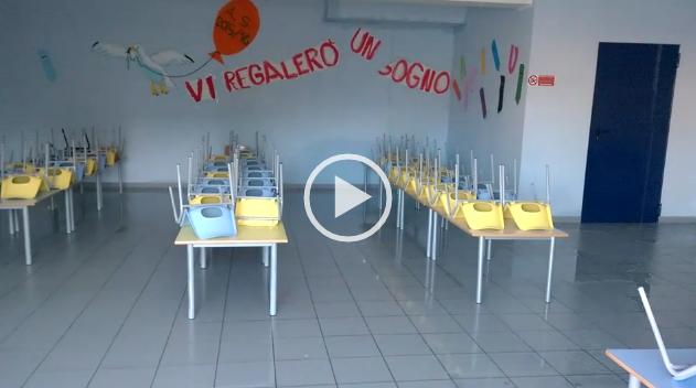 """Piove nelle aule, chiusa la nuova scuola dell'infanzia. Il sindaco: """"Mortificati"""" (IL VIDEO)"""