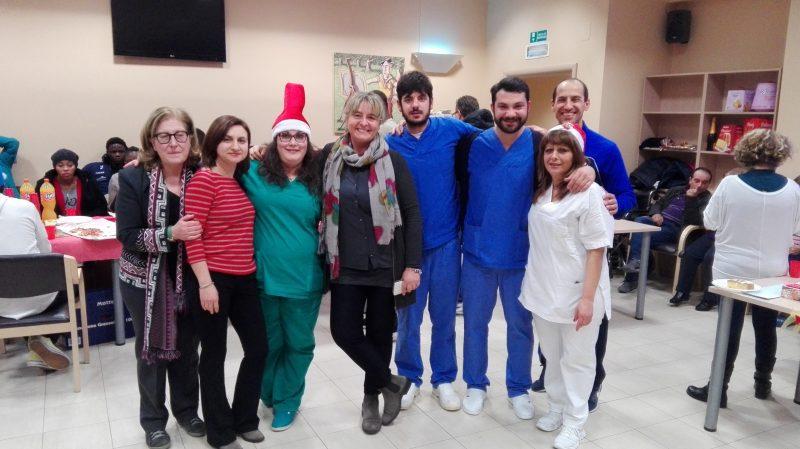 Gli anziani incontrano i giovani migranti: festa di Natale all'insegna dell'integrazione