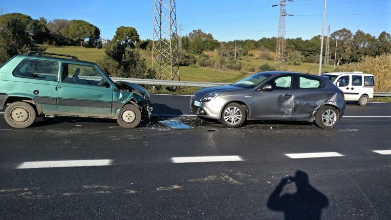 Incidente all'uscita della tangenziale sud: tre i feriti