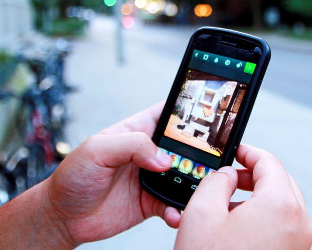Beccato con due smartphone rubati, 26enne denunciato dalla Polizia
