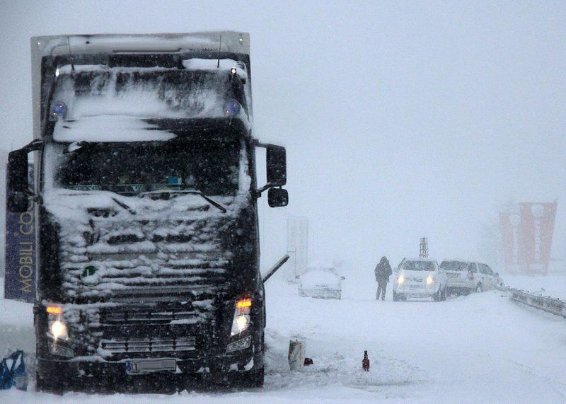 Freddo e neve in Irpinia: divieto di circolazione per i mezzi pesanti