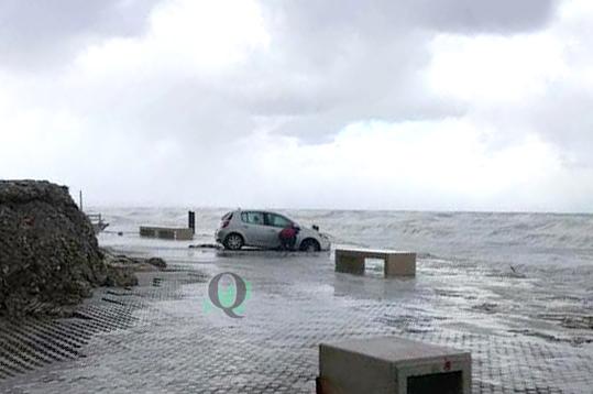 Il vento trascina un'auto verso la scogliera, paura a Termoli (FOTO)