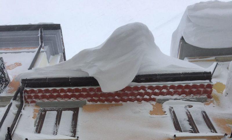 Maltempo, i pericoli sono ghiaccio e caduta neve dai cornicioni