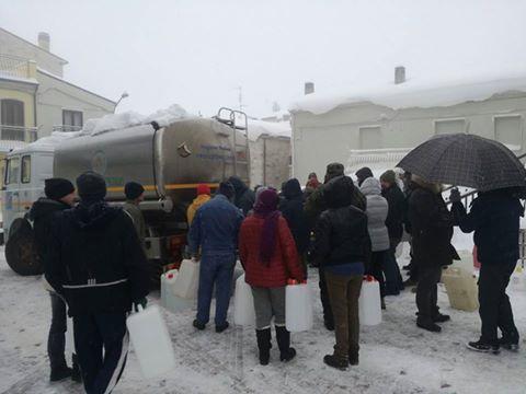 Autobotte a Morrone per distribuire l'acqua alla cittadinanza