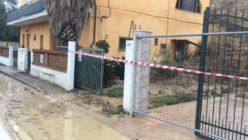 Termoli: la collina continua a scivolare, fango e detriti entrano in casa