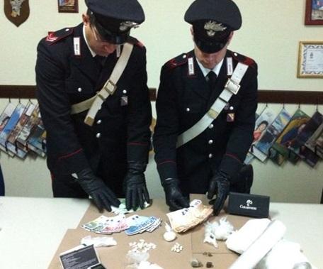 Blitz dei Carabinieri, quattro persone nei guai per droga