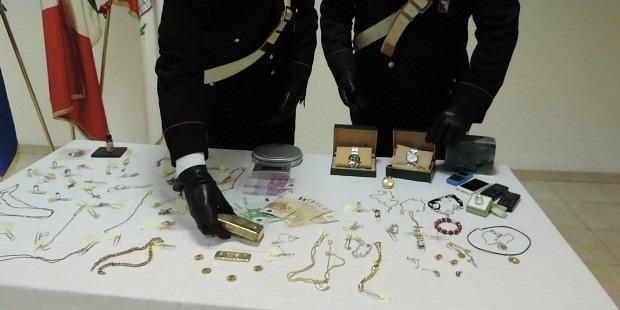 Ruba gioielli di famiglia, babysitter infedele incastrata dai Carabinieri