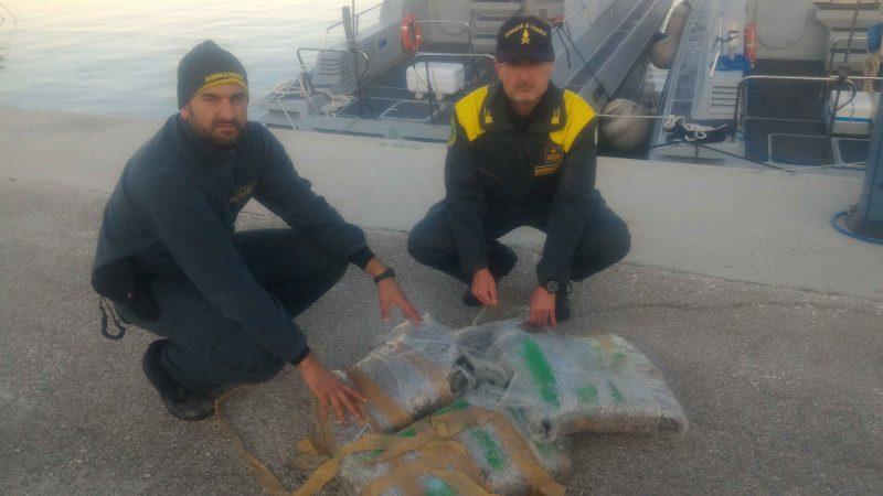 Mezzo quintale di marijuana in mare recuperato dal Roan