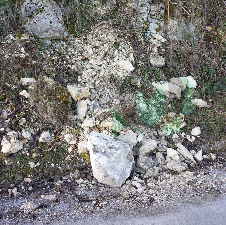 Caduta massi dalla Collina Monforte (SEGNALAZIONE)