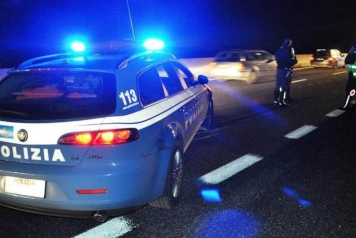 Inseguimento in A14, malviventi speronano Polizia: tre feriti