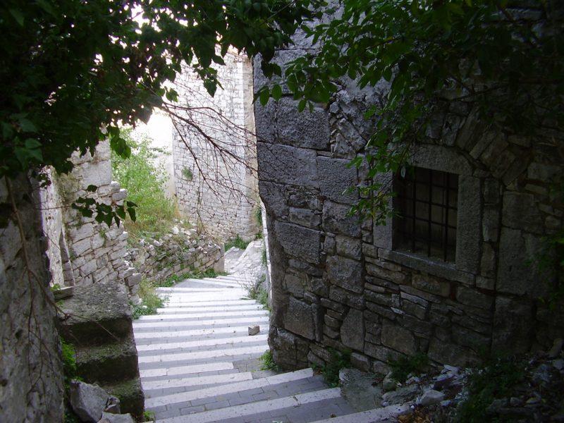 Cercemaggiore: centro storico in rovina
