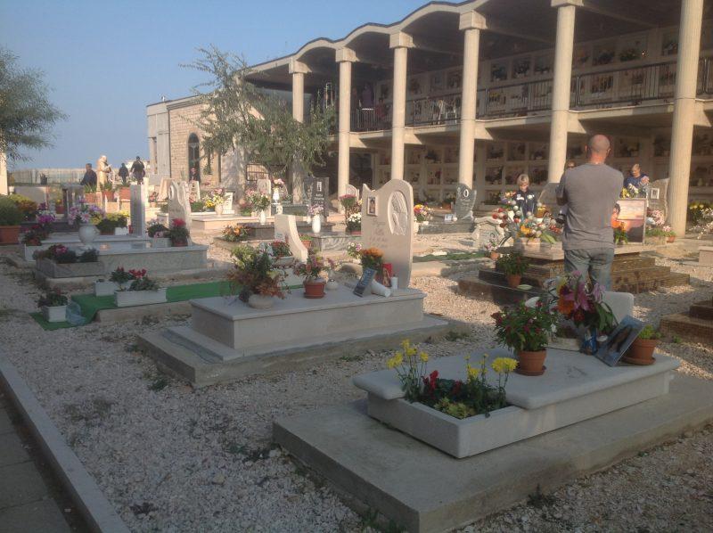 Assenza di loculi al cimitero comunale