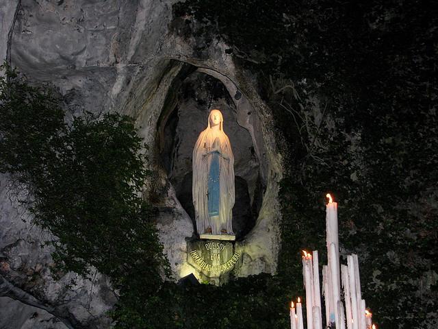 Riccia, fedeli in preghiera per la Madonna di Lourdes