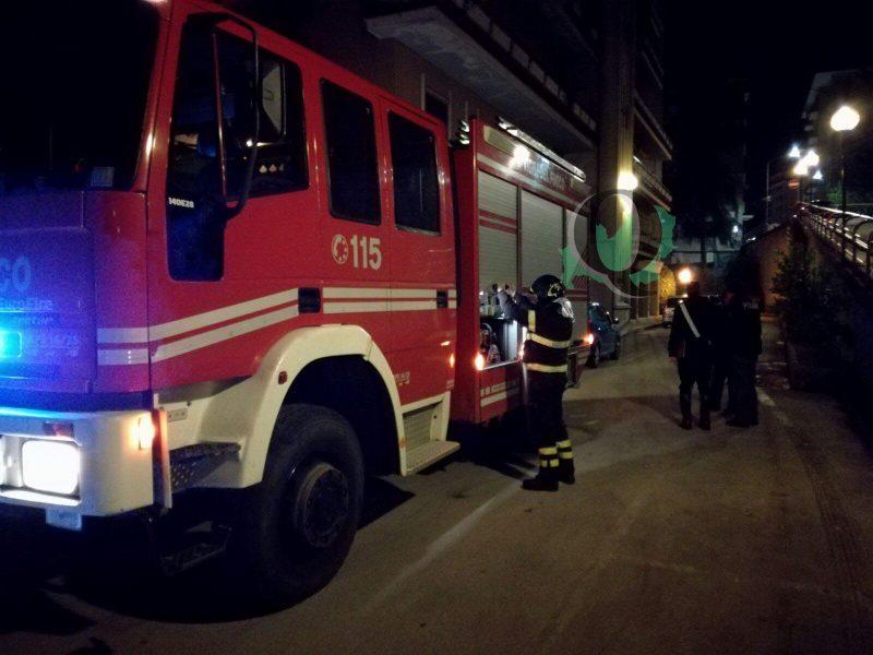Incendio in un garage, provvidenziale intervento dei Vigili del Fuoco