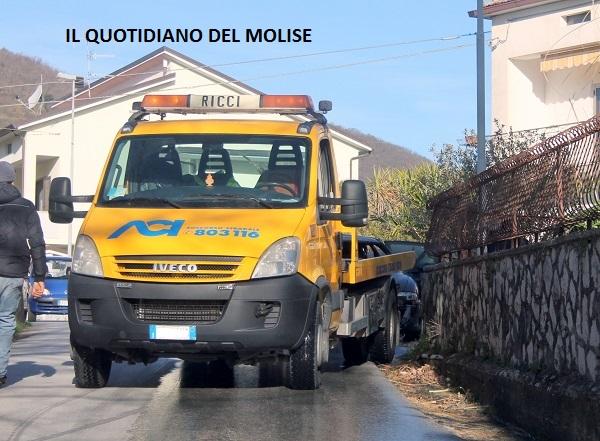 Auto prende fuoco, paura a Roccaravindola