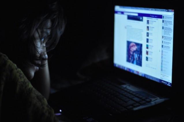 ATTUALITA'- Spiare il partner su facebook è reato