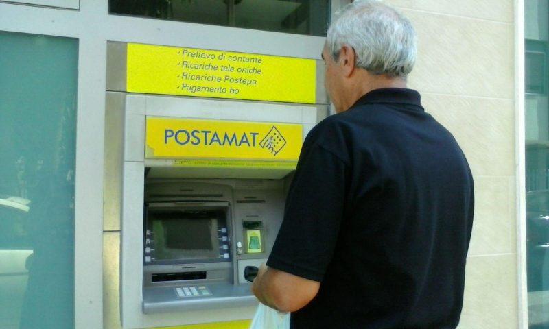 Gli rubano il Banco Posta e gli prosciugano il conto