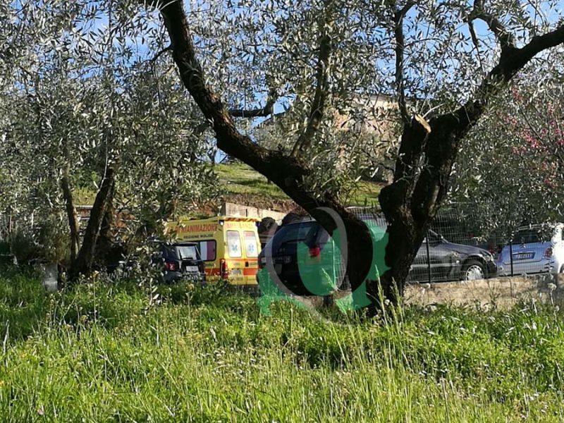 Schiacciato dal trattore, perde la vita 76enne