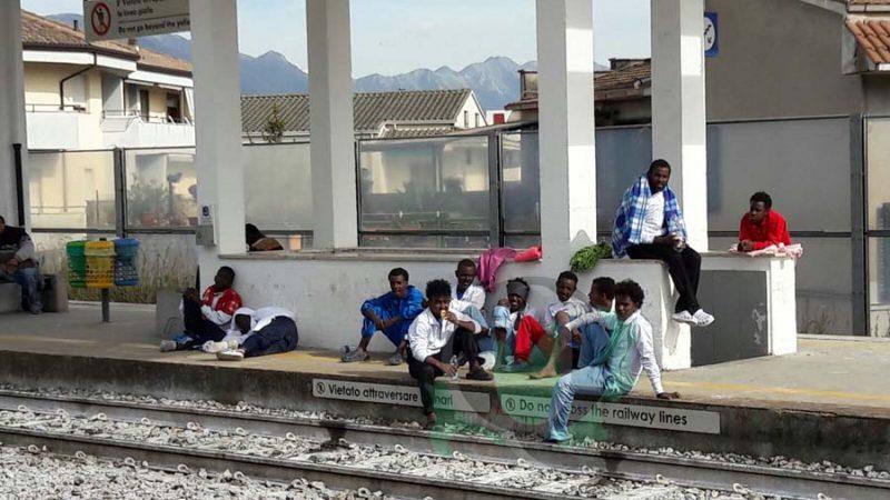 Venafro, scappano dal centro accoglienza e si rifugiano in stazione