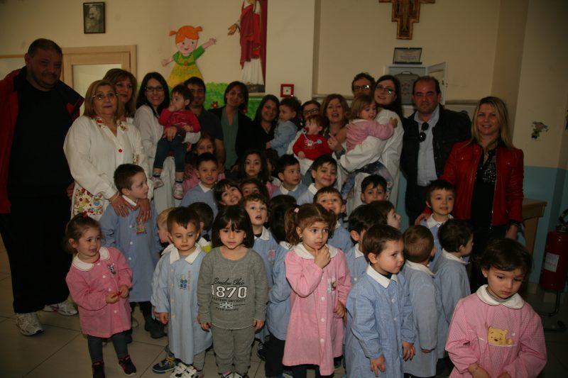 Campobasso, i genitori regalano un defibrillatore alla scuola dell'infanzia