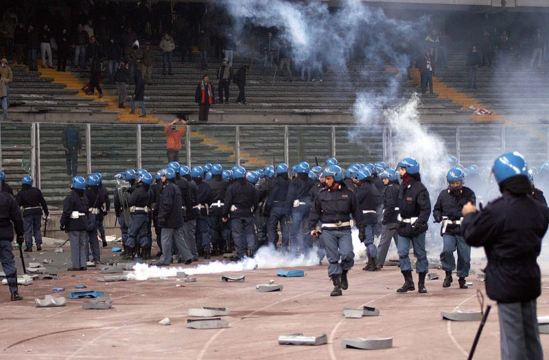Calcio: aumenta la violenza negli stadi