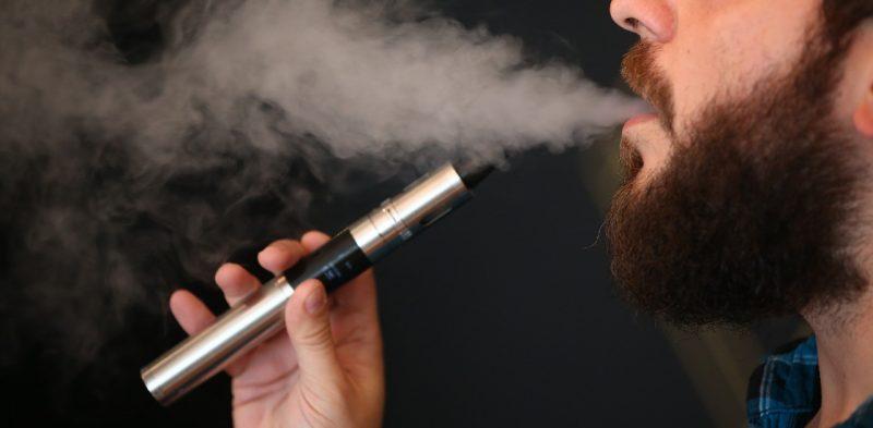 """La nuova moda """"sigarette elettroniche tra i giovani"""""""