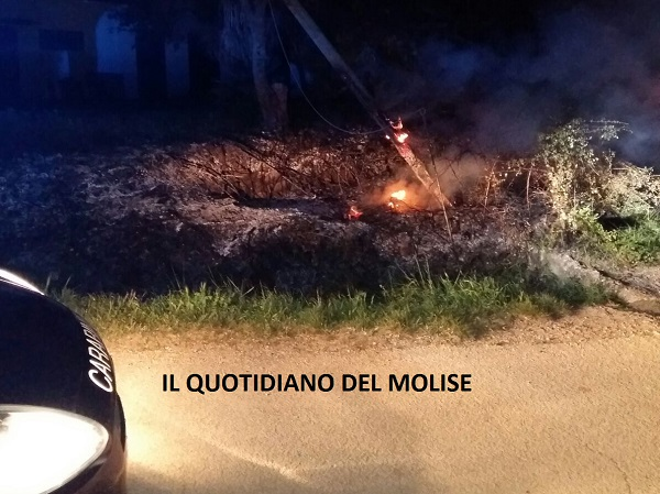 Incendio nella notte, paura a Ceppagna