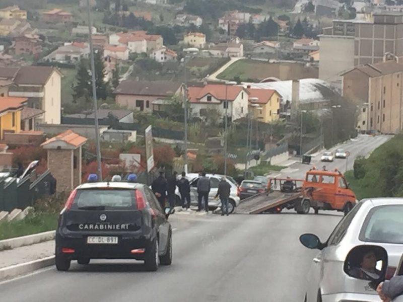 Carambola d'auto in via Sant'Antonio dei Lazzari