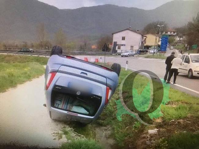 Tragedia sfiorata, auto si ribalta: feriti in ospedale