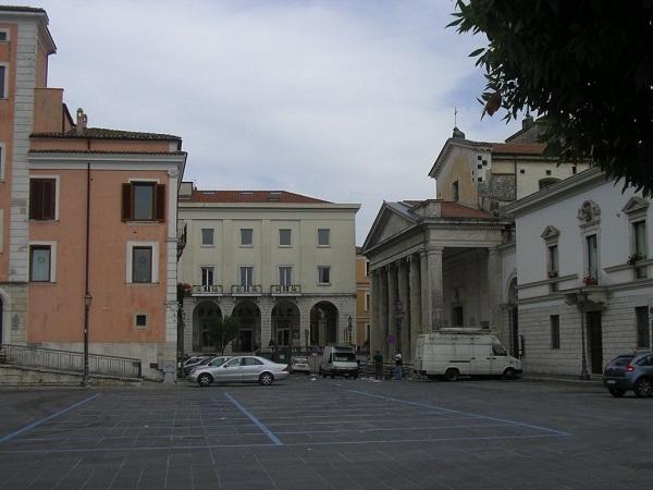 Lavori in piazza Andrea d'Isernia, spostati i banchi del mercato