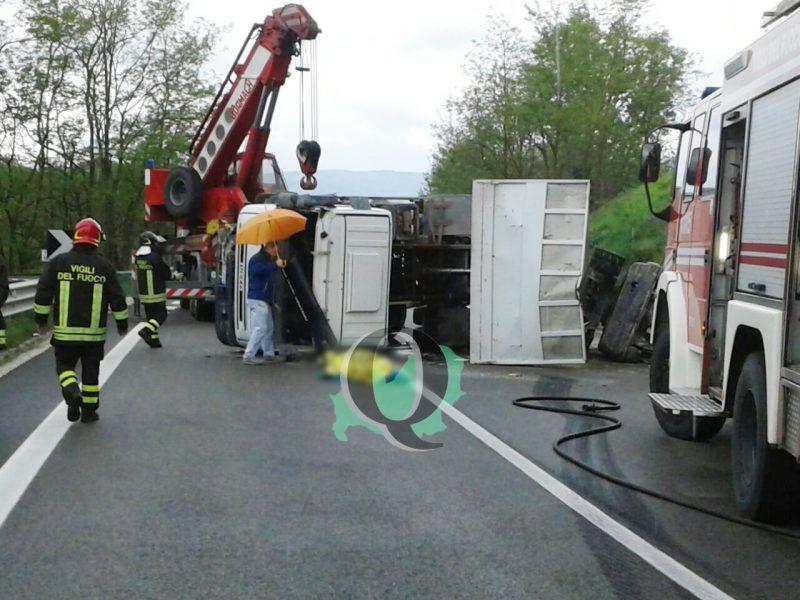 Incidente mortale nei pressi del bivio di Baranello: camion si ribalta e perde la vita il conducente