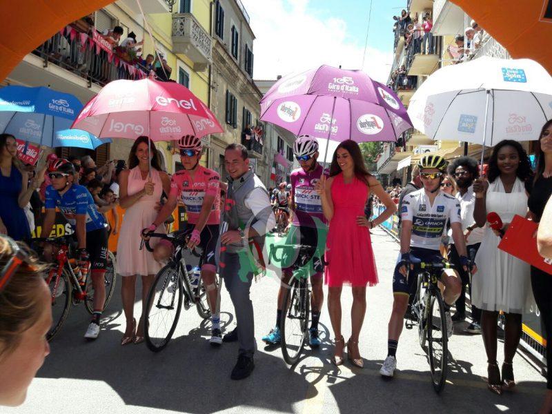 Montenero, in migliaia in paese per il Giro d'Italia: vetrina mondiale per il paese