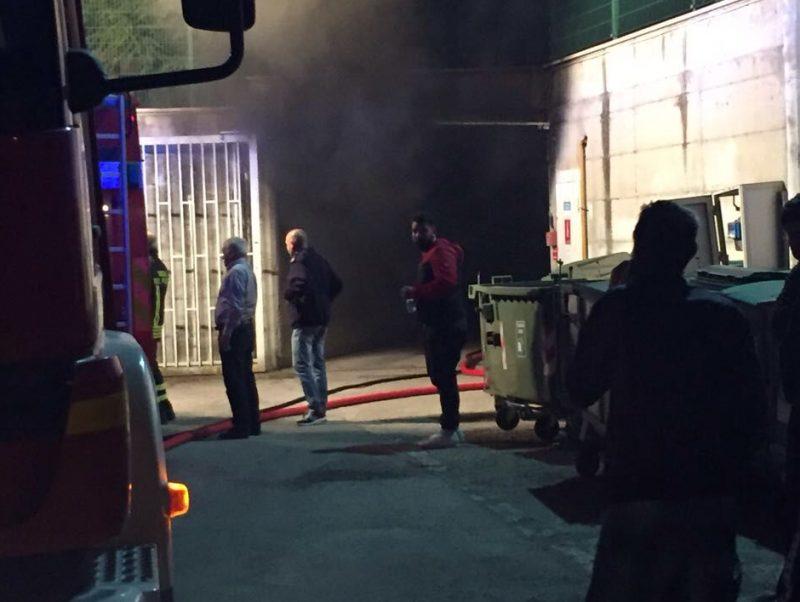Incendio nell'autorimessa comunale, oggi scuole chiuse a Palata