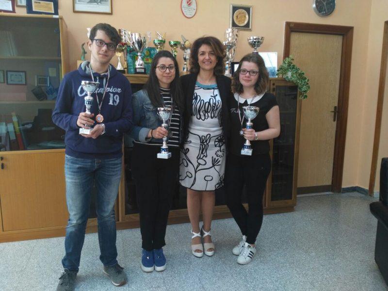 SCUOLA – Giochi della Chimica, premiati gli alunni dell'Iiss Alfano