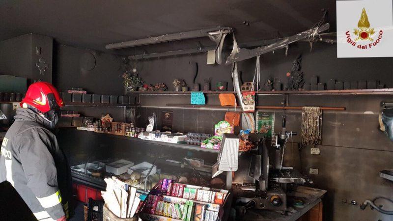 Incendio in un negozio di Isernia, ingenti i danni