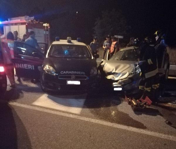 Carambola nella notte, auto si schianta contro gazzella dei Carabinieri (LA SEGNALAZIONE)
