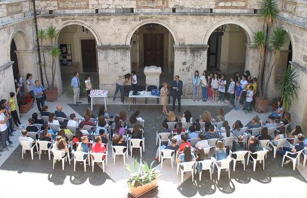 Gli acquerelli degli studenti dell'Andrea d'Isernia in mostra al Comune
