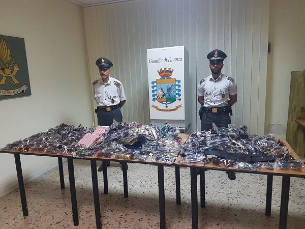 Maxi sequestro di merce contraffatta, tre ambulanti nei guai