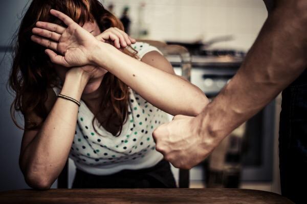 Lite tra coniugi finisce nel sangue. Arrestato il marito di una 41enne